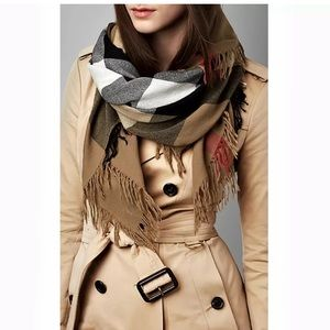Authentic NWT Burberry wool scarf